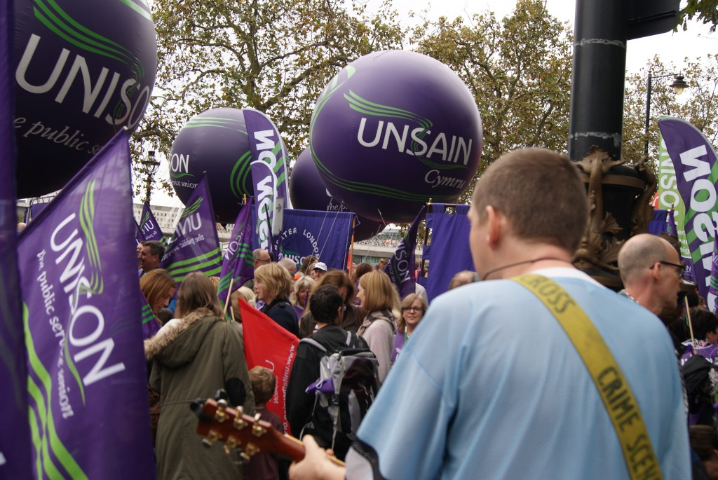 Csomo plays to a crowd of 150.000 in London, October 2014