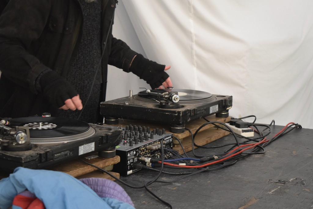Les Earthdoctor - not even temperatures below freezing will stop him DJing